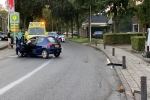 09 september 2020 - Auto vliegt uit de bocht in Burgum